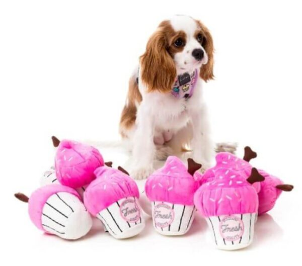 Mordedor para perro - FuzzYard Plush Toy Cupcake Pink